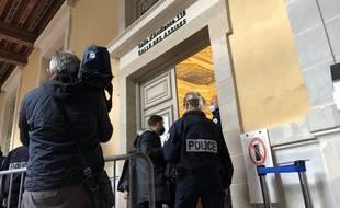 Six hommes sont accusés d'être impliqués dans la mort de Dorian Guémené, barman de 24 ans roué de coups à la sortie d'une discothèque en juillet 2018 à Rennes.