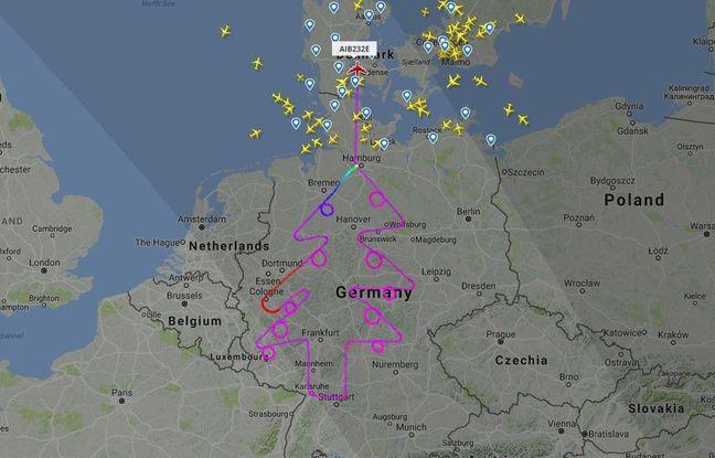 Un avion d'Airbus dessine un arbre de Noël taille XXL dans le ciel allemand lors d'un vol d'essai