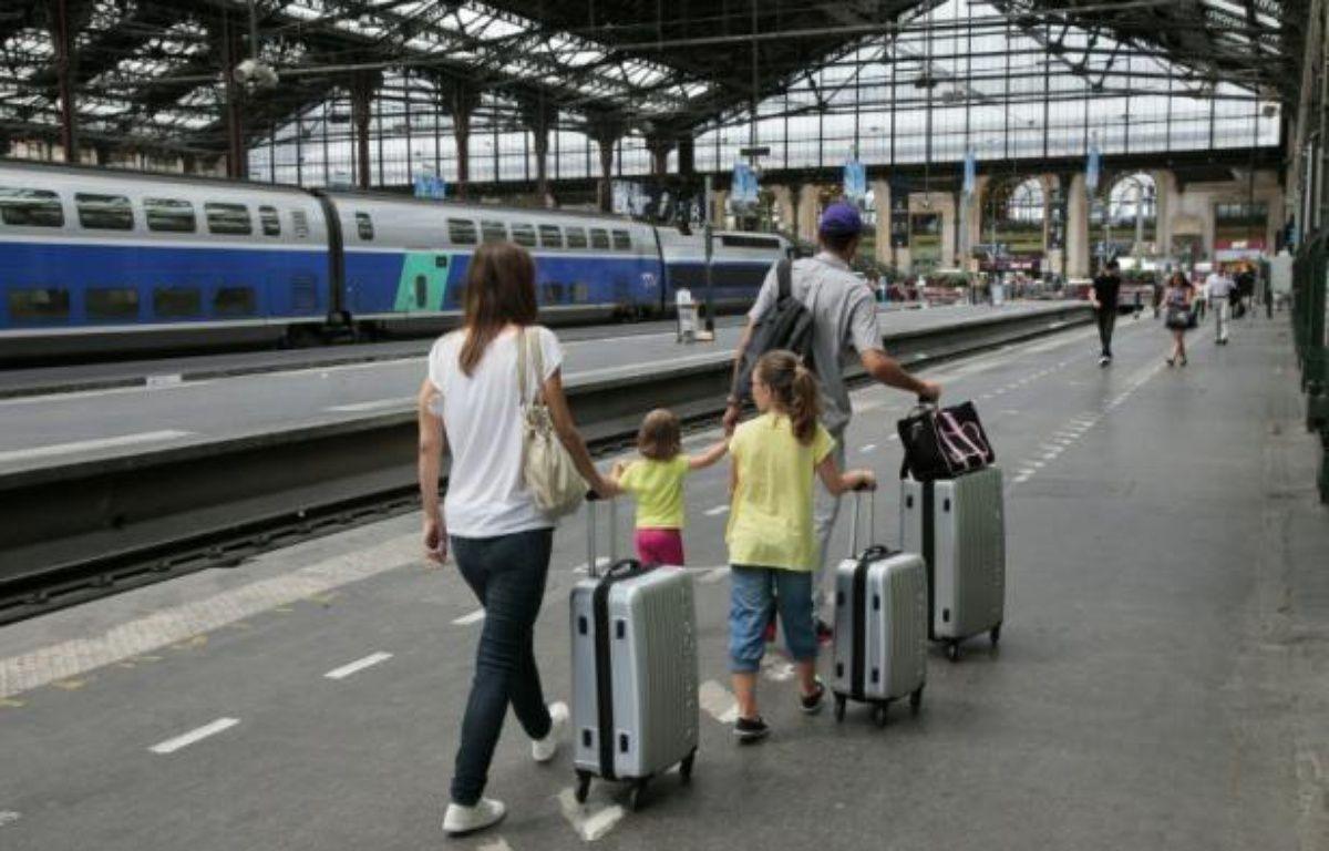 Des passagers sur un quai de la gare de Lyon à Paris le 4 juillet 2015 – Jacques Demarthon AFP