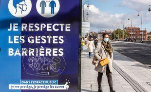 Sur le Pont-Neuf à Toulouse durant la période de crise sanitaire (Illustration)