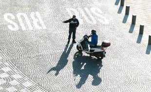Un policier municipal sur le Vieux-Port.