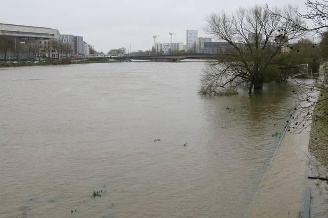 Le niveau de la Loire était très élevé après les grandes marées du mardi 30 mars