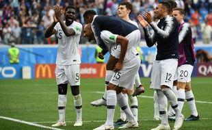 Les Bleus heureux au coup de sifflet finale de France-Uruguay (2-0), en quart de finale de la Coupe du monde, le 6 juillet 2018.