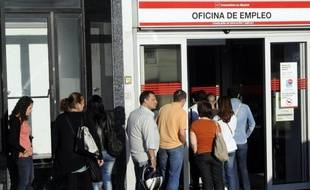 Symptôme de la grave crise que traverse l'Europe, le chômage bat record après record et touche désormais plus de 18 millions de personnes dans la seule zone euro, au moment où les politiques d'austérité suscitent une forte contestation.