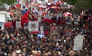 Des milliers de manifestants dans les rues de Montréal, le 22 mai 2012