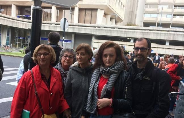 Drita entourée des membres de la délégation reçue par un représentant du préfet de la Gironde, ce matin.