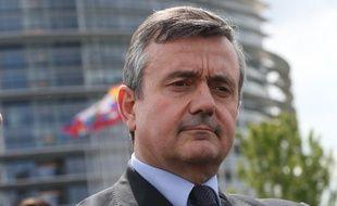 Strasbourg le 14 04 2014. Yves Jego, president de l'UDI. Sur le parvis du Parlement europeen a Strasbourg demande un engagement renforce et constant sur le caractere indiscutable du siege du Parlement europeen a Strasbourg.