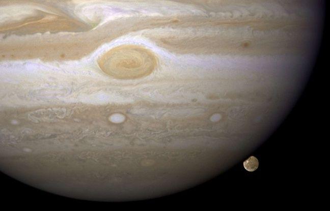 Ganymède, l'un des satellites de Jupiter, observé par le télescope de la NASA Hubble en 2008.