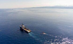 Opération de lutte anti-pollution au large de la Corse.