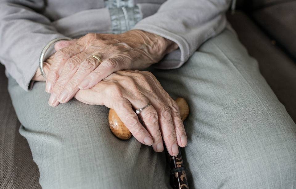 Arthrose: Des chercheurs auraient découvert un remède contre la maladie 960x614_mains-personne-agee-illustration