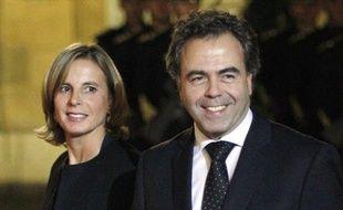 L'épouse du ministre de l'Education nationale Luc Chatel, Astrid Herrenschmidt, 45 ans, s'est donné la mort dimanche matin, a-t-on appris de sources policières et dans une déclaration écrite du ministre transmise à l'AFP.