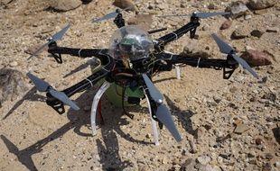 Un drone de type multicoptère.
