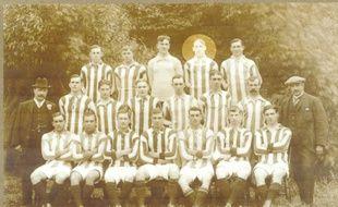 L'équipe de Bristol Rovers en 1912-13. WilliamH.P. Westwood se trouve sur la rangée du haut, au 4e rang en partant de la gauche.