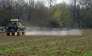 Les pesticides, qui polluent sols, rivières et nappes phréatiques, sont aussi présents toute l'année dans l'air ambiant, à la campagne et en ville, comme le montre une étude menée en Ile-de-France