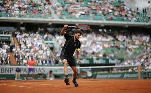 Gilles Simon lors de son match du 1er tour (victorieux) de Roland-Garros contre Lucas Pouille, le 25 mai 2015.