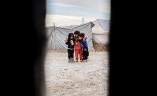 Le camps de Roj au nord-est Syrien compte de très nombreux enfants de ressortissants étrangers engagés dans les rangs de Daesh. La France refuse de tous les rapatrier.
