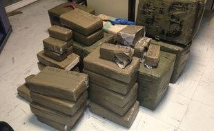 La résine de cannabis a été découverte emballée dans des paquets de 30 kilos (illustration).