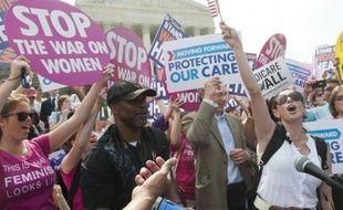 La Cour suprême des Etats-Unis a validé jeudi la réforme de l'assurance maladie , une décision qui touche des millions d'Américains dépourvus de toute couverture et accorde une victoire retentissante à Barack Obama, en pleine campagne pour sa réélection.