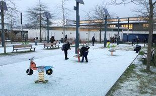 Les flocons de neige tombés ce matin à Rennes ont fait le bonheur des enfants.