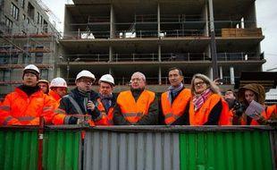Jeudi 16 Janvier 2014, Jean-Paul Huchon et Bénédicte Tilloy ont visité le chantier de la future gare multi-modale Rosa Parks.