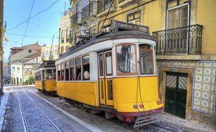 Partez découvrir la capitale portugaise à bord du tramway jaune, en service depuis 1873 !