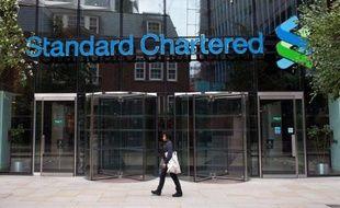 L'action de la banque britannique Standard Chartered (SCB), soupçonnée d'avoir dissimulé des transactions avec l'Iran, perdait 1,3% à l'ouverture, à 156 HKD (15,6 euros), à la Bourse de Hong Kong après avoir dévissé la veille à Londres.