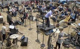 Sting a repensé et enregistré certains morceaux avec le Royal Philarmonic Orchestra.