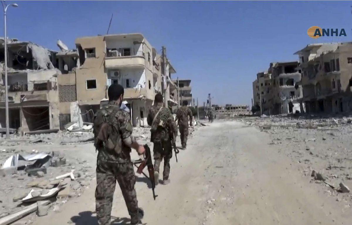 Des combattants des Forces démocratiques syriennes à Raqqa, en Syrie, dans une vidéo publiée le 3 août 2017 par l'agence Hawar. – Uncredited/AP/SIPA