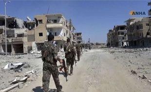 Des combattants des Forces démocratiques syriennes à Raqqa, en Syrie, dans une vidéo publiée le 3 août 2017 par l'agence Hawar.