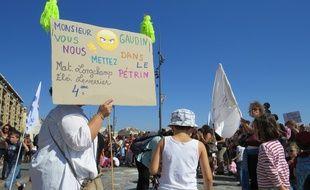 Marseille, le 12 septembre 2014, les parents d'élèves manifestent devant la mairie de Marseille.