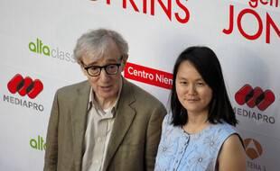 Le réalisateur Woody Allen et son épouse Soon-Yi Previn