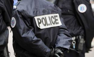 illustration: Des policiers, le 14 novembre 2011.