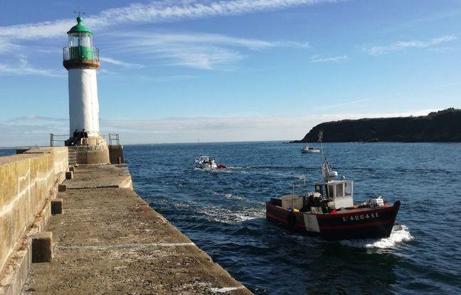 Illustration d'un bateau de pêche arrivant au port de l'île de Groix.