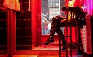 Souvent associés à l'image de la prostitution et au cannabis, les Pays-Bas traversent une crise d'identité, alors que les avatars de la tolérance néerlandaise incitent les autorités à restreindre les libertés, estiment les analystes.