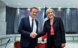 Paris, le 29 avril 2017. - Marine Le Pen annonce que Nicolas Dupont-Aignan sera son Premier ministre si elle remporte l'élection présidentielle.