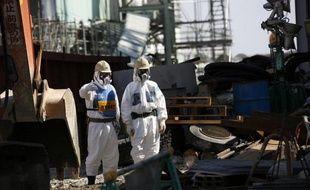 Le système de refroidissement du combustible nucléaire usé de la piscine du réacteur numéro 3 de la centrale ravagée de Fukushima (Japon) a été remis en service après une panne de plusieurs heures, a annoncé vendredi la compagnie exploitante Tepco.