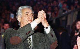 L'opposant historique algérien Hocine Aït-Ahmed lors de la campagne pour l'élection présidentielle en avril 1999.