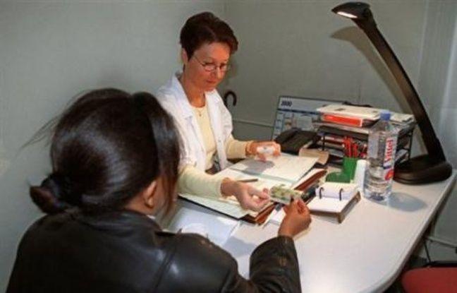 La ministre de la santé Roselyne Bachelot a lancé mardi la deuxième phase de la campagne d'information sur la contraception, qui vise particulièrement à faciliter le dialogue et l'information sur la contraception chez les jeunes.