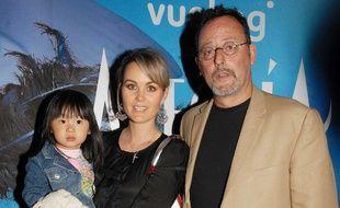 Jean Reno, Laeticia Hallyday et sa fille Jade, en 2007 à Paris.