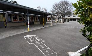 Illustration d'une école fermée à cause du COVID-19.