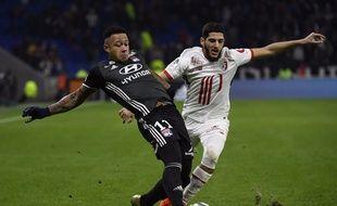 Même l'attaquant lillois Yassine Benzia est parfois revenu défendre mercredi pour bloquer Memphis Depay et l'OL.