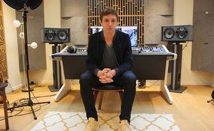 Renaud Rebillaud, dans le studio dans lequel il a enregistré le nouvel album de Maître Gims, chez lui, à Paris.