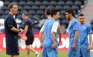 Sortie de l'Euro-2012 par l'Espagne, la France présente un bilan mitigé, quelques satisfactions individuelles ne masquant pas le désastre de la génération 87, celle d'un Benzema resté muet, alors que Blanc n'a que l'objectif fixé des quarts de finale à faire valoir.