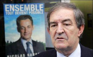 Le juge parisien anti-terroriste Jean-Louis Bruguière, parti à l'assaut de la 3e circonscription du Lot-et-Garonne sous l'étiquette UMP, devra rassembler pour réussir sa reconversion en politique face à un socialiste distancé de 4 points seulement.