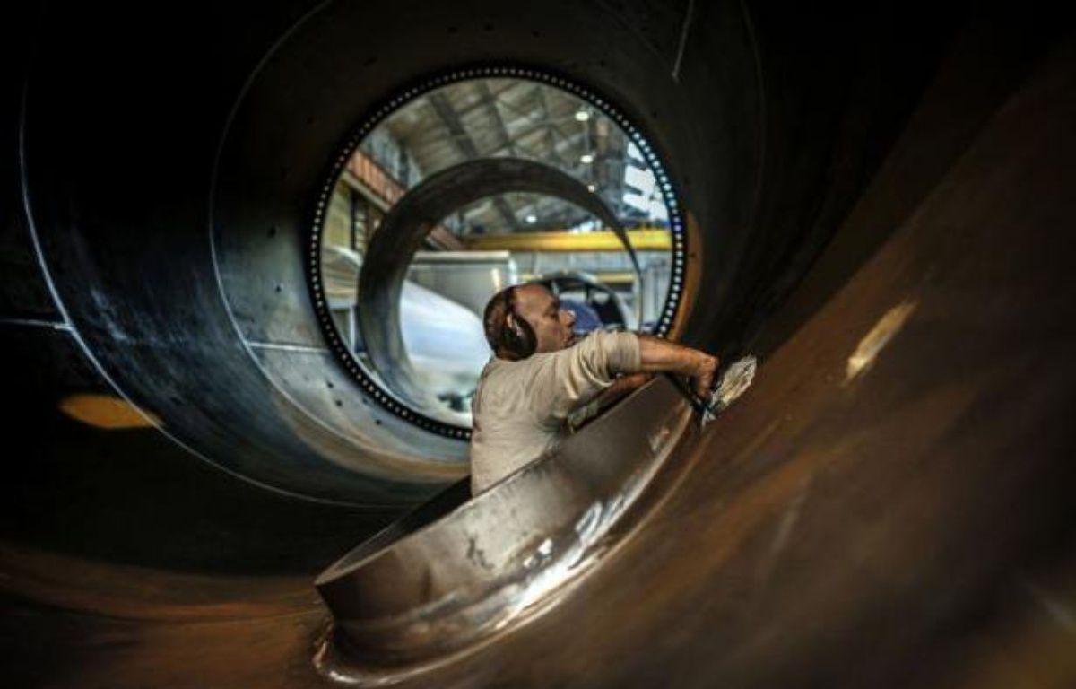 Francéole, devenue le seul fabricant de mâts éoliens métalliques en France, mise sur une progression rapide de son activité en dépit des incertitudes sur le prix de rachat de l'électricité. – Jeff Pachoud afp.com