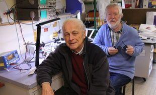 Physiciens à l'université Rennes 1, Albert Le Floch (au premier plan) et Guy Ropars vont recevoir ce mardi le prestigieux prix de l'Académie nationale de médecine