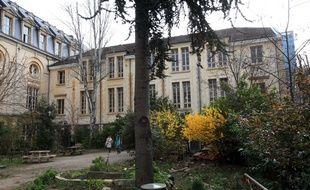 Le lycée autogéré de Paris situé 393 rue de Vaugirard, dans le 15e arrondissement.