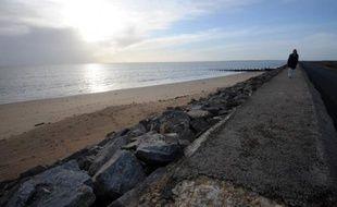 La tension était encore vive vendredi sur la question des digues de L'Aiguillon-sur-Mer (Vendée), une des deux communes de Vendée les plus touchées par la tempête Xynthia, lors d'une visite des présidents de région, de département et du préfet.