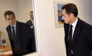 Trois nouveaux suspects ont été déférés mercredi devant la justice française dans le cadre de l'affaire de piratage de comptes bancaires du président Nicolas Sarkozy, portant à six le nombre de personnes soupçonnées, selon une source proche du dossier.