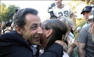 Le président Nicolas Sarkozy séjourne au Fort de Brégançon, la résidence officielle du chef de l'Etat, et le Premier ministre François Fillon se rend dans la Sarthe samedi, au lendemain de l'annonce du gouvernement et la tenue du premier Conseil des ministres du quinquennat.